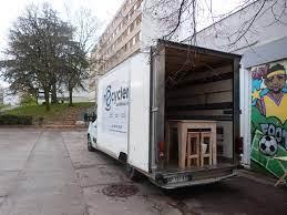 Cette image représente un camion qui sert à la collecte d'objet de la ressourcerie de Rillieux-la-Pape